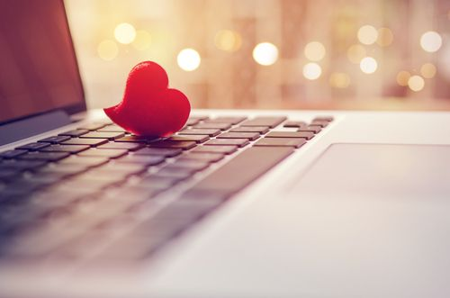 A heart creating an online dating account