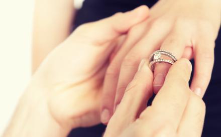 Perform a wedding: the exchange of wedding rings